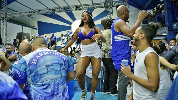 Bạn biết gì về cuộc sống của nữ hoàng vũ hội carnaval? - Ảnh 2.