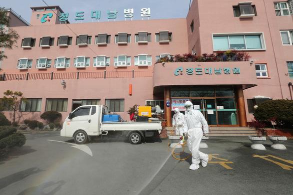 Có ca tử vong thứ 6 do COVID-19, Hàn Quốc nâng báo động lên mức cao nhất - Ảnh 3.