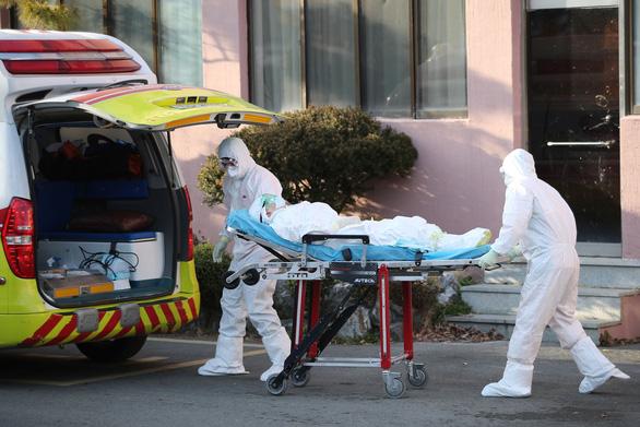 Có ca tử vong thứ 6 do COVID-19, Hàn Quốc nâng báo động lên mức cao nhất - Ảnh 1.