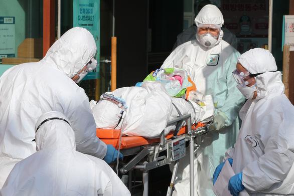 Có ca tử vong thứ 6 do COVID-19, Hàn Quốc nâng báo động lên mức cao nhất - Ảnh 4.