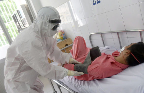 Nhật ký chống dịch COVID-19 của bác sĩ Việt Nam: Cú sốc chiều giáp tết - Ảnh 1.
