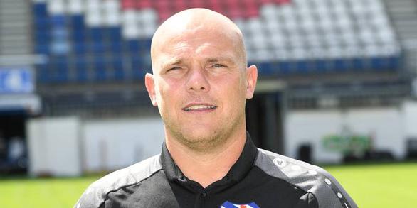 8 trận liên tiếp không thắng, CĐV Heerenveen đòi sa thải HLV Johnny Jansen - Ảnh 1.