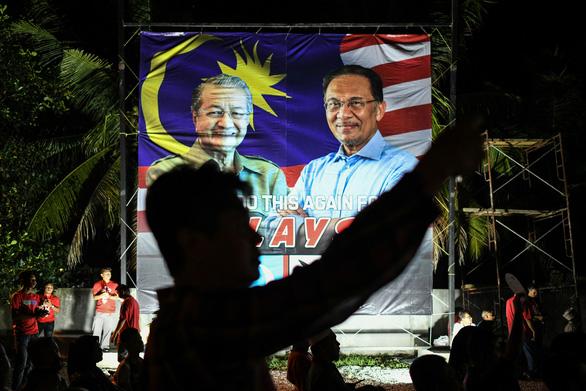Ông Mahathir được giữ lại làm thủ tướng lâm thời - Ảnh 2.