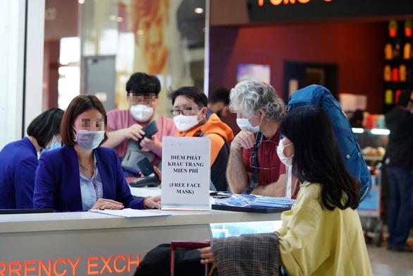 Bắt buộc người nhập cảnh từ Hàn Quốc phải khai báo y tế - Ảnh 1.