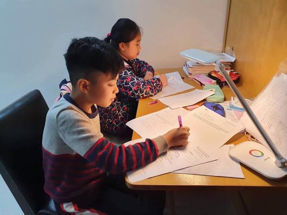 Hà Nội bàn cách cho học sinh trở lại trường an toàn - Ảnh 3.