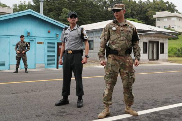 Lính Mỹ đầu tiên tại Hàn Quốc nhiễm corona, quân đội Mỹ nâng mức cảnh báo - Ảnh 1.