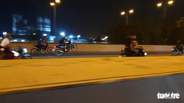 'Quái xế' lại tụ tập quậy trên đại lộ, khu đô thị Thủ Thiêm - Ảnh 2.