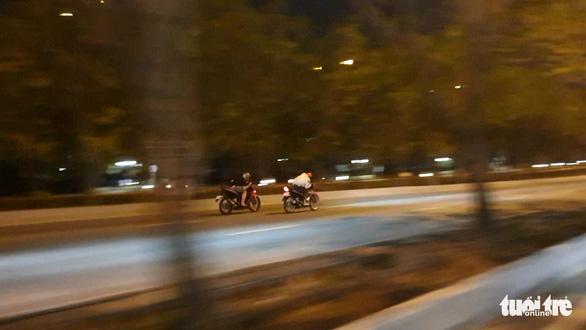'Quái xế' lại tụ tập quậy trên đại lộ, khu đô thị Thủ Thiêm - Ảnh 4.
