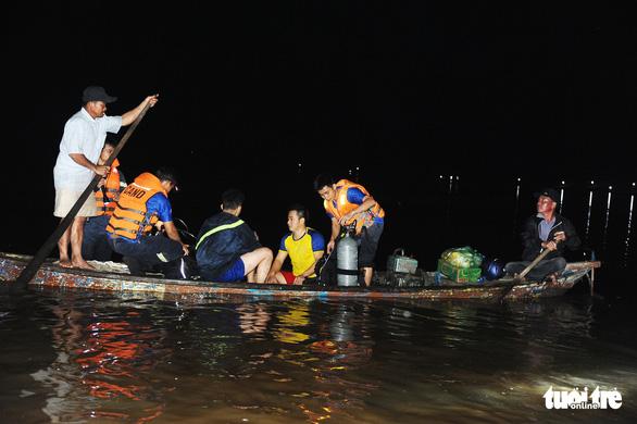 Vụ 10 người chìm ghe: người mẹ chết chìm với vòng tay ôm trước bụng - Ảnh 1.
