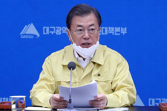 Tổng thống Hàn Quốc tới Daegu, cử thủ tướng ở lại chống dịch - Ảnh 1.