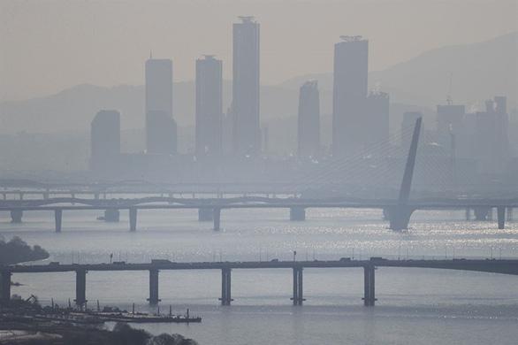 Quan chức Hàn Quốc phụ trách dịch COVID-19 nhảy sông Hàn tự tử - Ảnh 1.