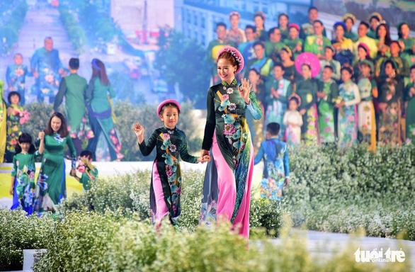 Hoãn tổ chức Lễ hội áo dài TP.HCM lần thứ 7 năm 2020 vì COVID-19 - Ảnh 1.