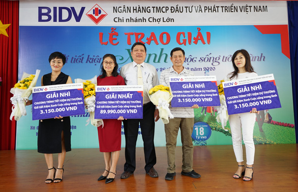 BIDV Chợ Lớn trao giải Gửi tiết kiệm Xanh, cuộc sống trong lành - Ảnh 1.