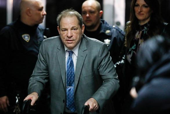 Harvey Weinstein nhập viện sau khi bị kết tội hiếp dâm - Ảnh 1.