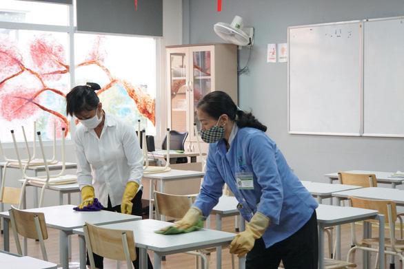 Hà Nội đề nghị lập 2 bệnh viện dã chiến để dự phòng ứng phó COVID-19 - Ảnh 1.