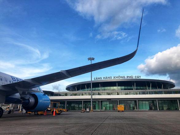 Máy bay từ vùng dịch Hàn Quốc phải hạ cánh tại Vân Đồn, Phù Cát, Cần Thơ - Ảnh 1.