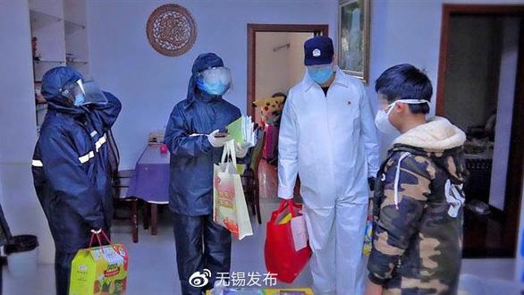 Những đứa trẻ Trung Quốc đáng thương thời COVID-19 - Ảnh 1.