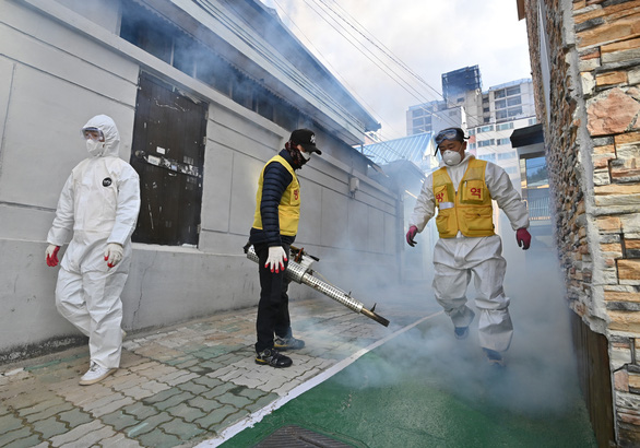 Dịch COVID-19 ngày 28-2: số ca nhiễm ở Hàn Quốc vượt 2.000 - Ảnh 4.