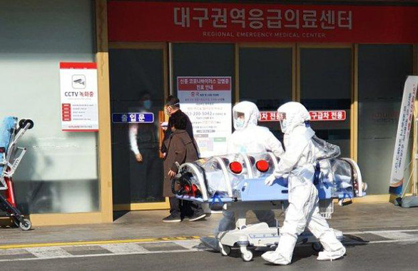 Con gái cảnh báo đi vào chỗ chết, nữ bác sĩ 60 tuổi vẫn tiến về Daegu - Ảnh 1.