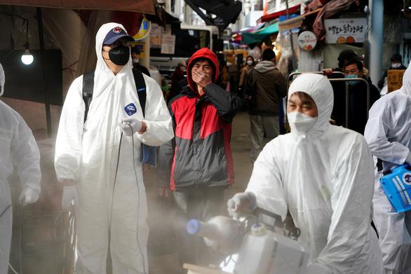 Dịch COVID-19 ngày 27-2: Số nhiễm ở Hàn Quốc lên hơn 1.700, Iran có 26 người chết - Ảnh 7.