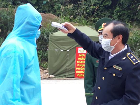 Lần đầu tiên thanh long xuất sang Trung Quốc qua ga đường sắt Đồng Đăng - Ảnh 1.