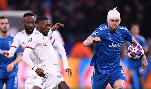 De Ligt được khen vì dù va chạm chảy máu đầu vẫn thi đấu kiên cường - Ảnh 1.