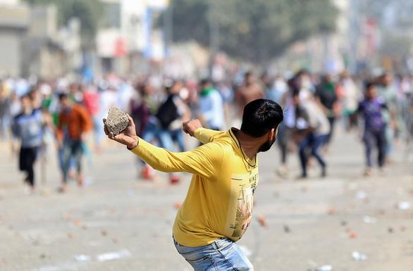Thủ đô New Delhi chìm trong bạo lực - Ảnh 1.