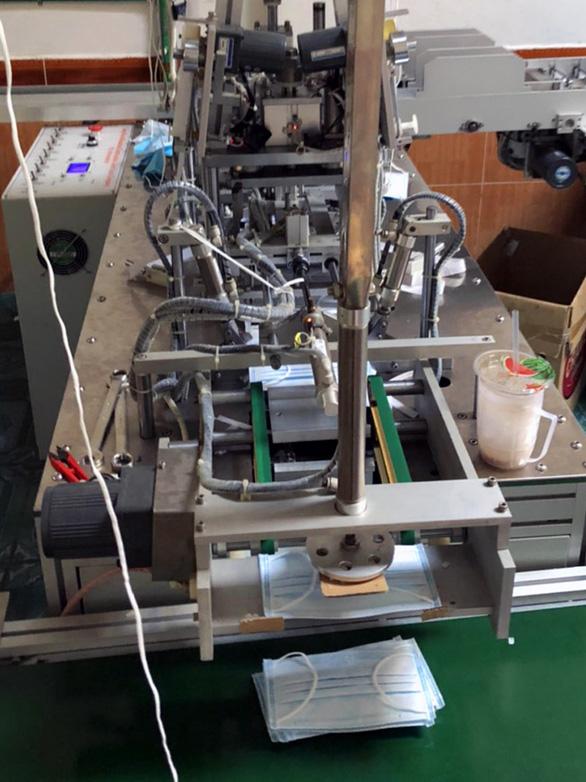 Phát hiện cơ sở sản xuất khẩu trang không phép tại Đồng Nai - Ảnh 1.
