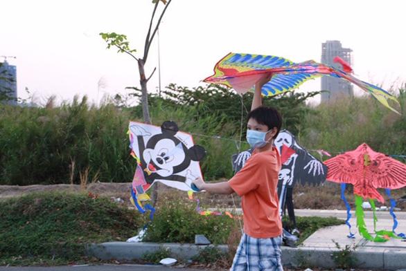 Mùa diều lộng gió ở Sài Gòn - Ảnh 1.