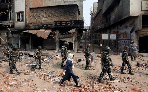 Thủ đô New Delhi chìm trong bạo lực - Ảnh 3.