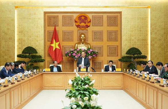 Thủ tướng: Bộ GD-ĐT thảo luận với các địa phương việc đi học lại - Ảnh 1.