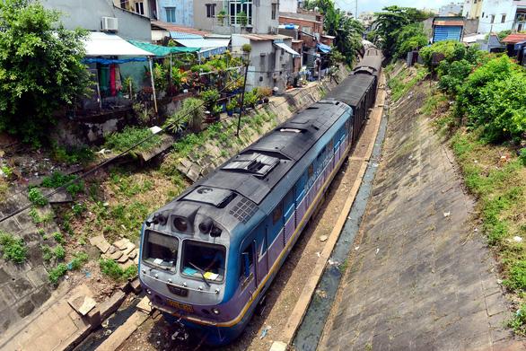 Đường sắt xin thôi bao cấp, muốn thu hút tư nhân đầu tư hạ tầng - Ảnh 1.