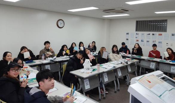 Du học sinh Việt tại Hàn Quốc rầu rĩ chuyện học vì COVID-19 - Ảnh 1.