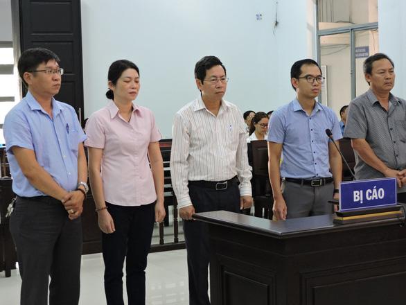 Phó chủ tịch UBND TP Nha Trang Lê Huy Toàn bị phạt 9 tháng tù giam - Ảnh 1.