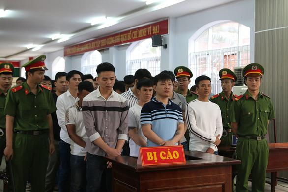 Hỗn chiến sau cờ bạc bịp, một người chết, 35 người lãnh án - Ảnh 1.