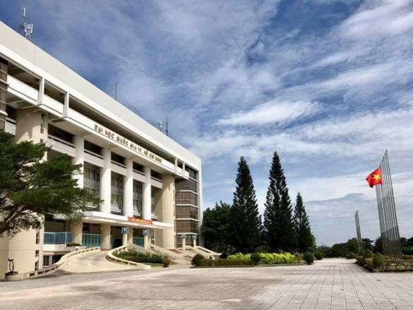 Nhiều trường đại học cho sinh viên nghỉ học vô thời hạn - Ảnh 1.