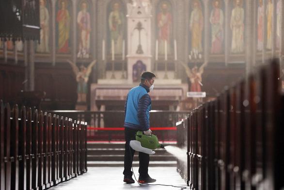 Lần đầu tiên trong 236 năm, Hàn Quốc dừng tất cả thánh lễ Công giáo - Ảnh 1.