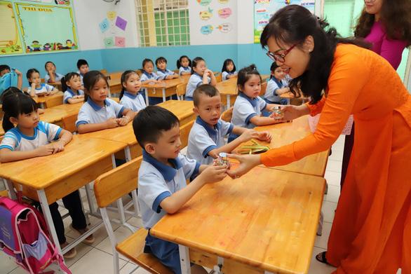 TP.HCM cho học sinh lớp 12 nghỉ học đến 8-3, còn lại nghỉ đến 15-3 - Ảnh 1.