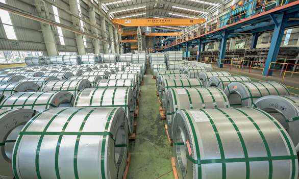 Tiếp tục xuất khẩu lô hàng 10.000 tấn tôn Hoa Sen đến châu Âu - Ảnh 2.