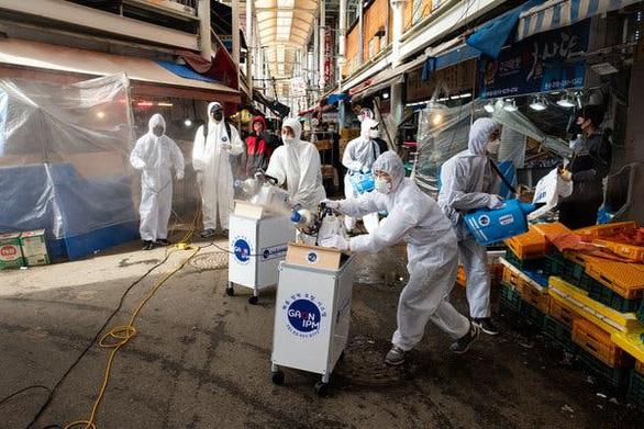 Tại sao Hàn Quốc vỡ trận với virus corona? - Ảnh 3.