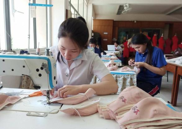 Thái Lan cấp phát khẩu trang cho học sinh toàn quốc - Ảnh 1.