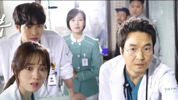 Dr Romantic 2: Cuộc chiến bảo vệ y đức - Ảnh 3.