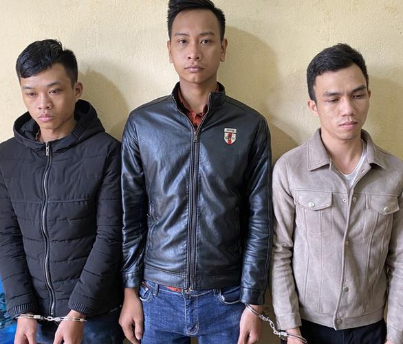 Bắt giữ 3 thanh niên hack Facebook của người Việt tại Nhật, Singapore chiếm đoạt 4 tỉ đồng - Ảnh 1.