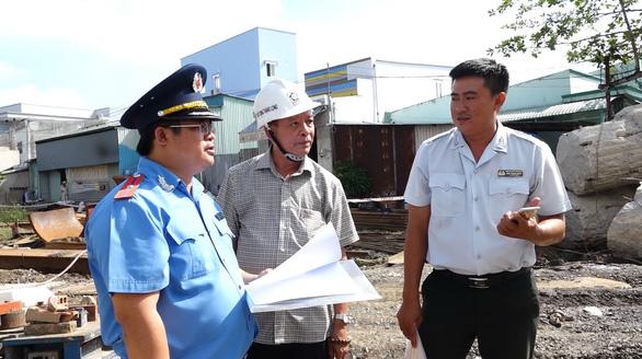 Nhiều nhà thầu đào đường bê bối, cản trở giao thông tại TP.HCM - Ảnh 1.
