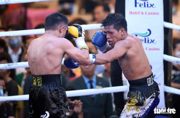 Võ sĩ Philippines sưng hết hai mắt sau trận tranh đai WBO châu Á - Ảnh 1.