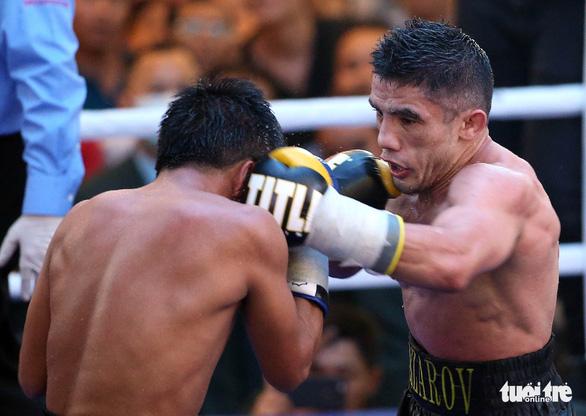 Võ sĩ Philippines sưng hết hai mắt sau trận tranh đai WBO châu Á - Ảnh 2.
