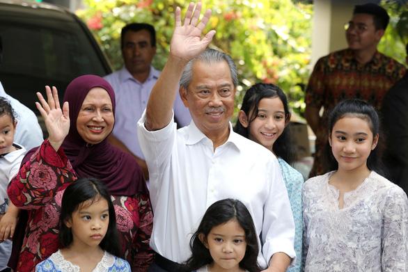 Quốc vương Malaysia bổ nhiệm cựu bộ trưởng nội vụ làm thủ tướng mới - Ảnh 1.