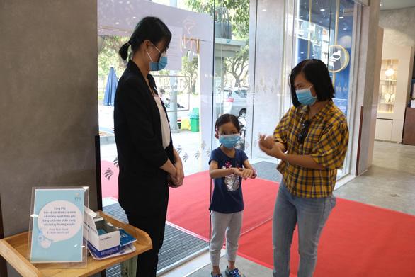 TP.HCM: Vía Thần tài cũng giảm nhiệt vì virus corona - Ảnh 3.