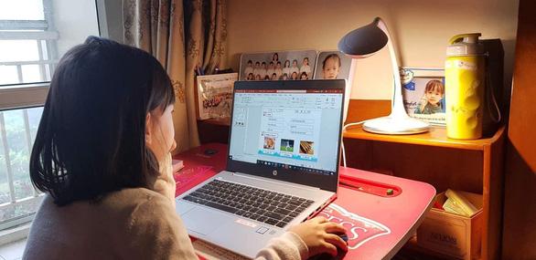 Nhiều trường chuyển qua dạy trực tuyến, từ xa phòng virus corona - Ảnh 3.