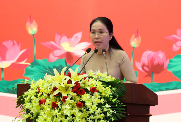 Chủ tịch Nguyễn Thành Phong nhận bằng khen đảng viên hoàn thành xuất sắc nhiệm vụ 5 năm - Ảnh 2.